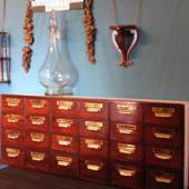 ROXWELL ANTIQUES      Chris Atkins Good Victorian and Edwardian Furniture & accessories.