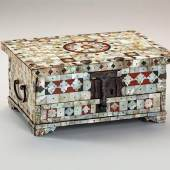 Sao Roque Portable writing chest  Mother-of-pearl, tortoiseshell, mastic Gujarat, India, 16th c. 11,4 x 24,5 x 17,8 cm