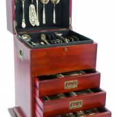 Kat.-Nr. 332 Umfangreiches Tafelbesteck 900er Silber vergoldet, Wien, 1920er Jahre Für 12 Pers. Schätzpreis 3.200,- EUR