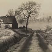 ALBERT RENGER-PATZSCH Albert Renger-Patzsch, Gehöft in Essen-Frohnhausen und Zeche Rosenblumendelle, 1928  © Archiv Ann und Jürgen Wilde, Zülpich/ VG Bild-Kunst, Bonn 2016