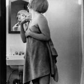 Cindy Sherman Untitled Film Still #2, 1977 Schwarzweißfotografie ohne Rahmen: 95,5 x 70 cm, mit Rahmen: 122,3 x 96,4Sammlung Kunstmuseum Wolfsburg © Cindy Sherman & Metro Pictures