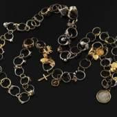 «Leichenkette», Gold, Silber, Brillanten, von Brigitte Moser, Schweizerisches Nationalmuseum, 1997 ff.