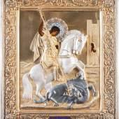 BEDEUTENDE IKONE MIT DEM HEILIGEN GEORG DEM DRA-CHENTÖTER MIT EMAILLIERTEM VERMEIL-OKLAD IM ORIGI-NAL-KIOT, Russland, um 1900 (Ikone), Moskau, 1908-1917 (Oklad), Laubholz-Bretter mit zwei Stirnseiten-Sponki. Ölmalerei. 31,2 x 26,7 cm (ohne Kiot). Erlös: 25.000,- €.
