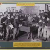 3 APRIL 1914 Sandkastenspiel c Wolfgang Lackner Wandtafel in der Ausstellung mit SW-Foto zur militärischen Ausbildung Foto: Wolfgang Lackner