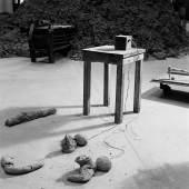 Joseph Beuys, Tisch mit Aggregat (Table with Aggregate), 1958 – 1985. © Jochen Littkemann