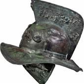 Weltweit gibt es kaum mehr als zehn erhaltene Gladiatorenhelme; dieser wurde bei den Ausgrabungen in Pompeji gefunden (Bronze, 1. Jh. n. Chr.; © Museo Archeologico Nazionale, Neapel).