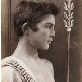 Neapel und der Süden  Wilhelm von Gloeden,Junger Mann in Toga, um 1900  © Bayerische Staatsgemäldesammlungen / Sammlung Siegert