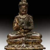 SELTENE FIGUR DES MAHAVAIROCANA Zentral-Java, 9./10. Jh. Bronze, H 21 cm. Ergebnis: CHF 51 000