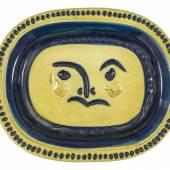 """485 PICASSO, PABLO Malaga 1881 - 1973 Mougins  Vallauris, um 1947 (Madoura).  Platte """"Visage gravé, fond grège"""". ZUSCHLAG: CHF 9'000.-"""