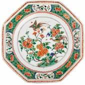 "651 / CHF 2500.– ""Famille verte"" Platte China Kangxi (1662-1722)."