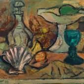 """075   Hans Jüchser """"Stilleben mit grünem Glas und Muscheln"""". 1972. 39,2 x 52,2 cm, Ra. 45,2 x 58,7 cm. Aufruf 4000 € ** Zzgl. Folgerechtsabgabe 2.00 %. Zuschlag 9500 €"""