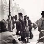 """Robert Doisneau (1912–1994), """"Le baiser de l`Hôtel de Ville"""", Paris 1950 © WestLicht Photographica Auction"""