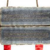 EIN TIBETISCHES GEBETSBUCH, Tibet, 16./17. Jh., Indi-gopapier, Schriftzeichen in Gold und Silber, Hartholz, ca. 13 cm x 24,5 cm x73 cm, 205 Seiten, Provenienz: Privat-sammlung Friedrichshafen. Limit: 18.000,- €