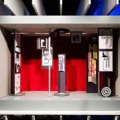 """Ausstellung """"Versuchsstätte Bauhaus. Die Sammlung"""", Innenansicht, Gestaltung: chezweitz, Berlin / Stiftung Bauhaus Dessau, Foto: Thomas Meyer / OSTKREUZ"""