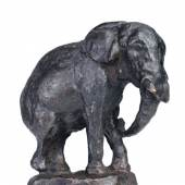 "August Gaul ""Elefant"". 1915.  Bronze, gegossen, schwarzbraun patiniert. An der Plinthe Prägesignatur ""A. GAUL"". Aus der Serie ""Kleiner Tierpark"". WVZ Gabler 221 i. 3000 €"