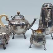 """Kaffee,Tee,Milch und Zucker,Silber,gemarkt mit """"Minerva"""",bodenseitig gemarkt Cardeilhac Paris, Jugerndstil,um 1900,leicht beschädigt,ca.2800 Gramm brutto"""