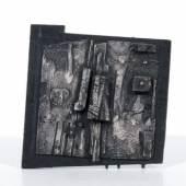 """Willy Wolff, Ohne Titel. 1963.  Assemblage (Holz, farbig gefaßt). Verso in Bei signiert """"WOLFF"""" und datiert o.li.  Minimal angeschmutzt. 19,2 x 18,6 cm.  1800 €"""