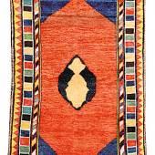 Kat.-Nr.: 10 7077     Bachtiari Gabbeh antik, Westliches Zentral-     persien Charhar-Mahal, 19. Jahrhundert,     Wolle geknüpft auf Wolle, ca. 231 x 142 cm,     Rarität     Limit: 4.000,- €