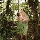 Katharina Bosse: Wald, 2007. Aus der Serie »A Portrait of the Artist as a Young Mother«, 2004-09 © Katharina Bosse, VG Bild-Kunst 2021