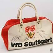 Sporttasche VfB Stuttgart mit 11 Spielerautogrammen, wohl Meistermannschaft 1983/84