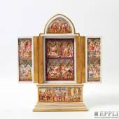 CAPODIMONTE hochinteressanter kleiner Reisealtar  mit aufklappbaren Flügeltüren. Sowohl vorder- als auch innenseitig mit biblischen Szenen im Relief ausgestattet und polychrom bemalt.  Aufrufnummer: 638 Aufrufpreis: 600 Euro