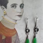 Sabine Füchter, München: Art Deco Ohrgehänge, Platin, Brillianten, Onyx, Smaragdit