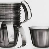 Christa Petroff-Bohne (*1932), Suppentassen, Entwurf 1959-1961, Herstellung VEB Auer Besteck- und Silber- warenwerke, ab 1961, Chromnickelstahl, © Foto: Georg Eckelt (Detail)