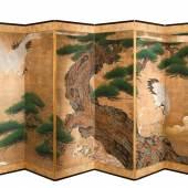 Abb. 91725: Hochbedeutender sechsteiliger Paravent, Japan, Edo-Periode, Kano Schule 1. Hälfte 17. Jh. Gold, Mischtechnik auf Papier. H. 175, B. 360 cm. Limit 28.000 €.