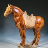 330 - Bedeutende Figur eines Pferdes. China, Tang-Dynastie, 7.-9. Jh.  Katalogpreis: 15.000 - 20.000 €