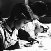 Unterricht zu früheren Zeiten: Emaillieren, 1960er Jahre, Foto Goldschmiedeschule mit Uhrmacherschule Pforzheim