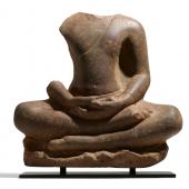 Bedeutender Buddha in Meditation  Khmer   Pre Angkor-Zeit (100-900) Spätes 6.-frühes 7. Jh.  Höhe 63,5cm Ergebnis: 42.570 Euro