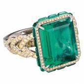 1219 Koenig Design Entouragering mit Smaragd und Brillantpavé  Juwelier Koenig Design, St. Moritz um 2014. Platin 950. Limit: 45000,- EUR