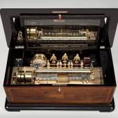 Spielwerk, Genf um 1880, Gehäuse Palisanderfurnier mit Obstholzeinlagen, 13 Melodien, breite 92 cm (Kunsthandel Georg Britsch, Bad Schussenried)