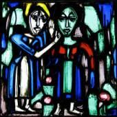"""""""Zwei stehende Frauen"""", Glasfenster von Albert Müller, 1924. Foto: B. Giesicke"""