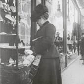 Auslagenbummel, um 1910 Emil Mayer Copyright: Imagno / Austrian Archives