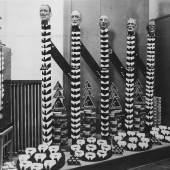 Hemdkragenauslage des Warenhauses Herzmansky in der Wiener Mariahilfer Straße, um 1938/39 Anonym Silbergelatine Copyright: Wien Museum