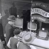Auslage mit Fernsehapparaten, 1955 Foto Votava Wien Museum Copyright: Foto Votava