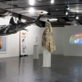 Wir wollen keine Natur, Ausstellungsansicht kunsthaus muerz 2021 (Ausschnitt Richtung Westen). Foto: Timtom