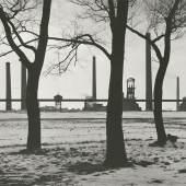 Albert Renger-Patzsch, Winterlandschaft mit Zeche Pluto in Wanne-Eickel, 1929  © Albert Renger-Patzsch / Archiv Ann und Jürgen Wilde / VG Bild-Kunst, Bonn 2016