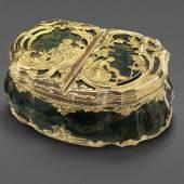 Höfische Rokoko-Doppeltabatiere, Deutsch, um 1760, massivgoldene Montierung mit Schäferszenen in Rocaille mit jeweils einem Diamanten besetzt bei CHristian Eduard Franke, Bamberg