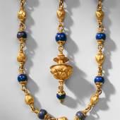 Schmuckgürtel aus 35 Lapislazulikugeln (641 KB) Deutsch, zw. 1548 und 1585 Lapislazuli, Gold, L. 189 cm © Staatliche Kunstsammlungen Dresden