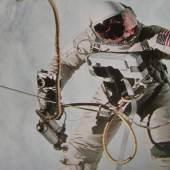 Neil Armstrong hatte 1969 auch auf dem Mond die Zeit im Blick. Dabei half ihm eine Omega Speedmaster Professional. Auf den Kunst- und Antiquitäten-Tagen in Münster wird eine solche Astronautenuhr zu sehen sein.