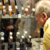 Schon auf dem Mond hat sich die Omega Speedmaster Professional bewährt. Neil Armstrong trug die Astronautenuhr 1969. Ein solches Exemplar ist auf den Kunst- und Antiquitäten-Tagen in Münster erhältlich.