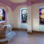 Felix Kayser (Architektur), Maria Strakosch-Giesler (Glasfenster): Hans-Hasso von Veltheims Grabal-tar-Kapelle in Ostrau, 1933