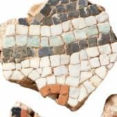 © Archäologisches Museum Colombischlössle – Städtische Museen Freiburg, Fragmente eines römischen Mosaiks vom Schloßberg in Freiburg, Foto: Axel Killian