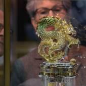 """Eher etwas für Millionäre: Die Drachenuhr aus dem Hause Parmigiani kostet einen siebenstelligen Betrag. Auf der """"Art & Antik Messe Münster"""" finden allerdings erfahrene und junge Sammler sowie Einsteiger ebenso erschwingliche wie hochwertige Exponate. Foto: Peter Grewer"""