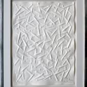 """Mit seinen reliefartigen Nagelbildern ist Günther Uecker berühmt geworden. Eine dieser Nagelprägungen, das Werk """"Friedensangebote"""" von 2014, ist auf der """"Art & Antik Messe Münster"""" zu sehen. / Maße: 75 x 92 cm / Aussteller: Galerie Pfanne-Dreesen, Seevetal"""