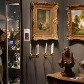 """Stark vertreten waren die Galeristen auf der """"Art & Antik Messe Münster"""". Nicht ohne Grund: Gemälde waren unter den Kunstfreunden stark nachgefragt. Foto: Peter Grewer"""