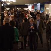 """Gelungener Auftakt der 40. """"Art & Antik Messe Münster"""". Rund 1.400 Kunstfreunde und Sammler strömten am Mittwochabend zur Vernissage. Foto: Peter Grewer"""