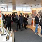 ((Bild Arte 2017 Publikum 3, Bildnachweis: Messe Sindelfingen)): Kunstsinnige Besucher zu Hauf: Die ARTe 2017 war ein großer Erfolg.
